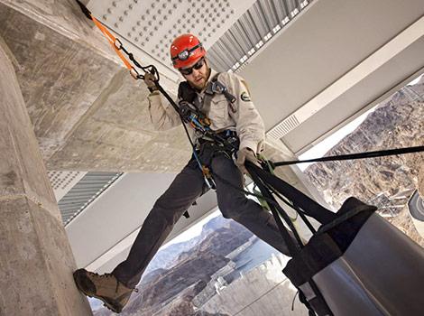Предохранительный пояс для работы на высоте